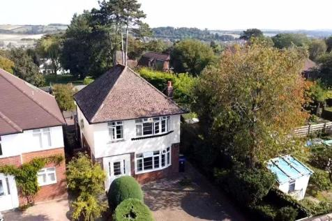 Somerset Road, Salisbury. 3 bedroom detached house for sale