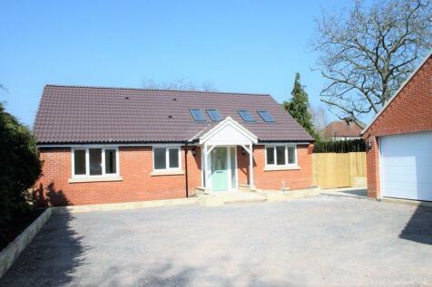 Park Lane, Salisbury. 3 bedroom detached bungalow
