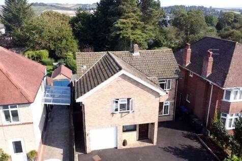 Somerset Road, Salisbury. 5 bedroom detached house