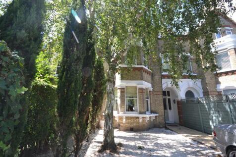 St Margarets Road, St Margarets. 2 bedroom flat
