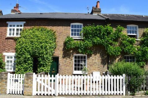 Sandycoombe Road, St Margarets. 2 bedroom terraced house