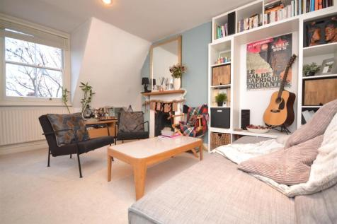 St. Margarets Road, St Margarets. 1 bedroom flat