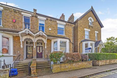 Park Road, East Twickenham. 4 bedroom semi-detached house for sale