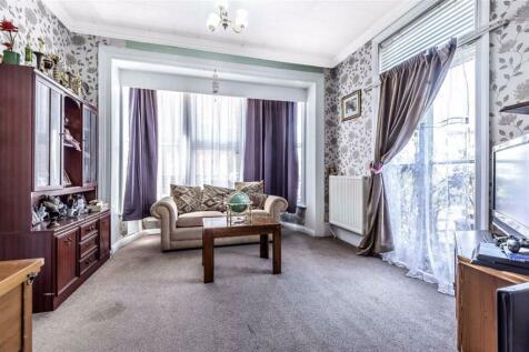 Hanworth Road, Hounslow, TW3. 6 bedroom semi-detached house