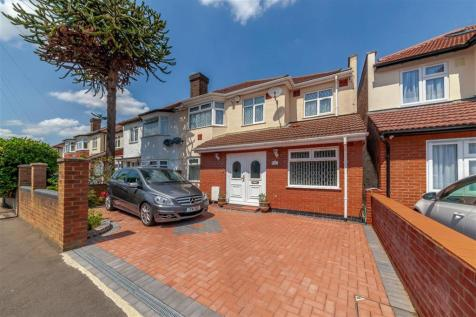Lulworth Ave, Osterley, TW5. 4 bedroom semi-detached house
