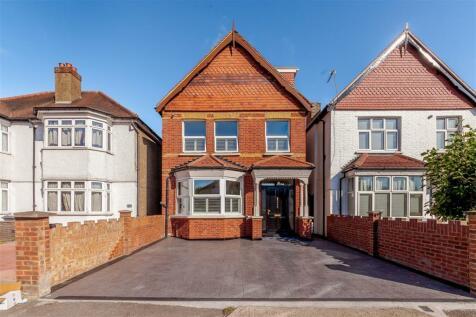 Hanworth Road, Hounslow, TW4. 5 bedroom detached house