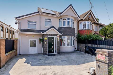 Wellington Road South, Hounslow, TW4. 6 bedroom end of terrace house