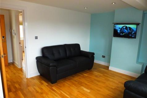 High Street, Bromley, Kent, BR1. 1 bedroom flat