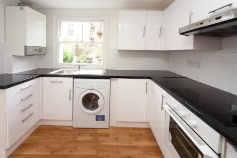 Barretts Grove, N16 8AP. 3 bedroom ground maisonette
