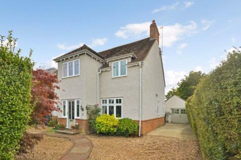 Menin Way, Farnham. 4 bedroom detached house for sale