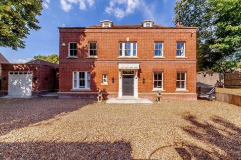 Little Austins Road, Farnham. 6 bedroom detached house for sale