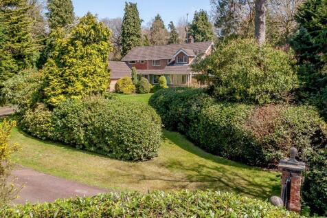 Compton Way, Moor Park, Farnham. 4 bedroom detached house for sale