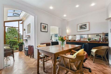 Niederwald Road, Sydenham. 3 bedroom house for sale