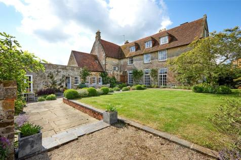 Woodend, Towcester, Northamptonshire, NN12. 6 bedroom detached house