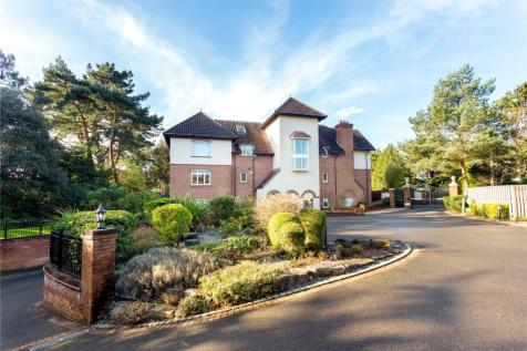 Pippin, 38 Nairn Road, Canford Cliffs, Dorset, BH13. 3 bedroom apartment