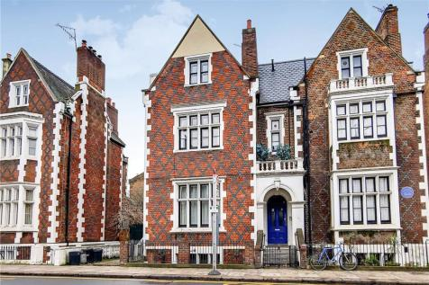 St Anns Villas, Holland Park, London, W11. Studio apartment