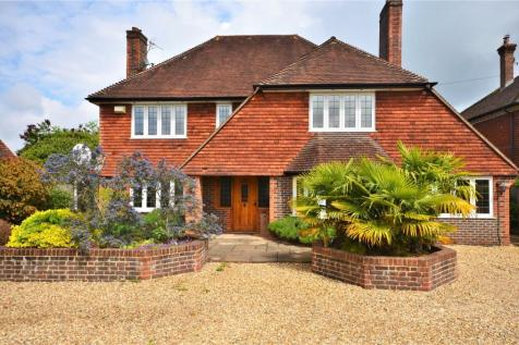 Lynch Road, Farnham, Surrey, GU9. 5 bedroom detached house for sale