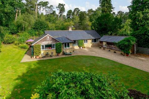 Pine Ridge Drive, Lower Bourne, Farnham, Surrey, GU10. 4 bedroom detached house for sale