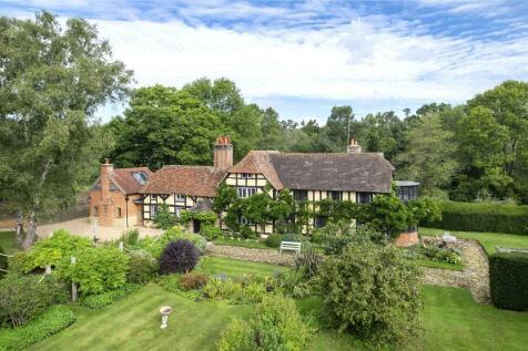 Frensham, Farnham, Surrey, GU10. 4 bedroom detached house for sale