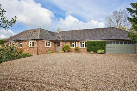 Mackerye End, Harpenden, Hertfordshire, AL5. 4 bedroom bungalow