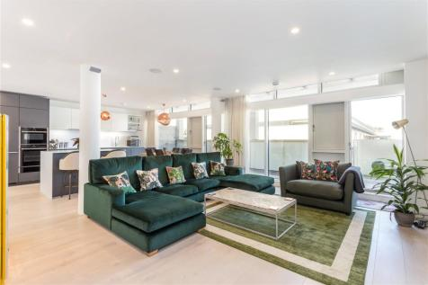 Gabriel Square, St. Albans, Hertfordshire, AL1. 3 bedroom penthouse for sale