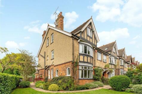 Carlton Bank, Station Road, Harpenden, Hertfordshire, AL5. 6 bedroom semi-detached house