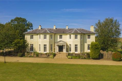 Park Road, Toddington, Dunstable, Bedfordshire, LU5. 9 bedroom equestrian facility for sale