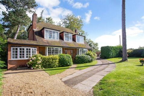 Grange Court Road, Harpenden, Hertfordshire, AL5. 4 bedroom detached house for sale
