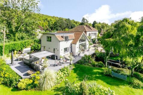 Mill Lane, Henley-on-Thames, Oxfordshire, RG9. 5 bedroom link detached house for sale