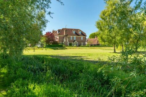 Gravel Close, Downton, Salisbury, SP5. 6 bedroom detached house for sale