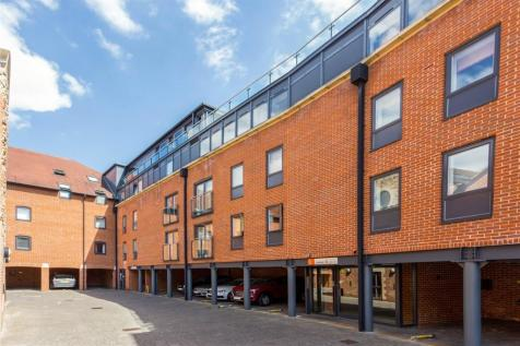 The Lion Brewery, St. Thomas Street, Oxford, OX1. 3 bedroom apartment