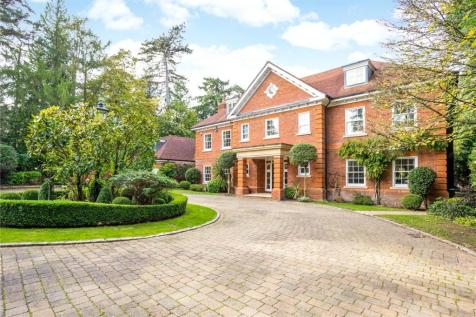 Larch Avenue, Sunninghill, Ascot, Berkshire, SL5. 5 bedroom detached house for sale