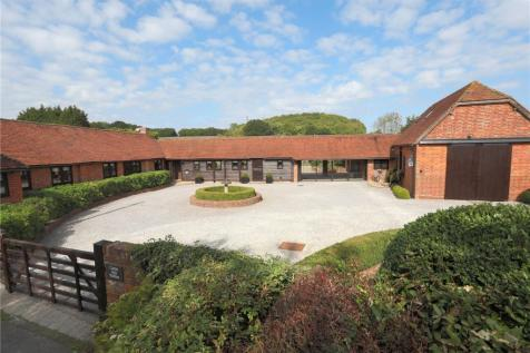Pembury Road, Tonbridge, Kent, TN11. 5 bedroom detached house