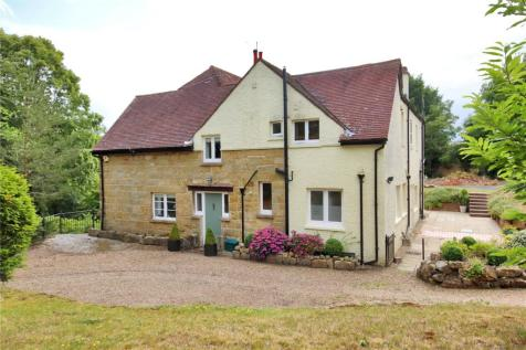 Derwent Drive, Tunbridge Wells, Kent, TN4. 5 bedroom detached house