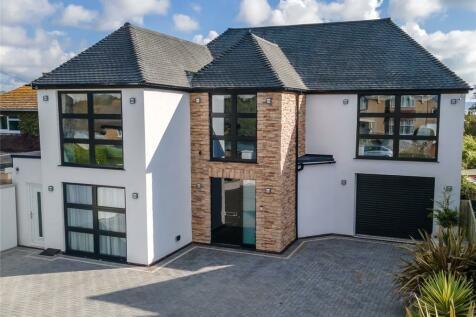 Mount Pleasant Avenue South, Weymouth, Dorset, DT3. 5 bedroom detached house for sale