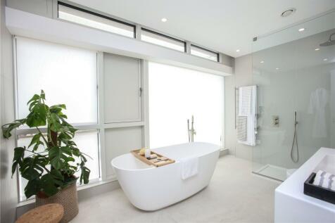 Gabriel Square, St. Albans, Hertfordshire, AL1. 4 bedroom terraced house for sale
