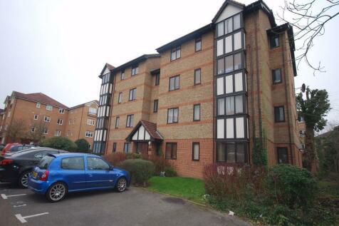 Varsity Drive, Twickenham. 1 bedroom apartment