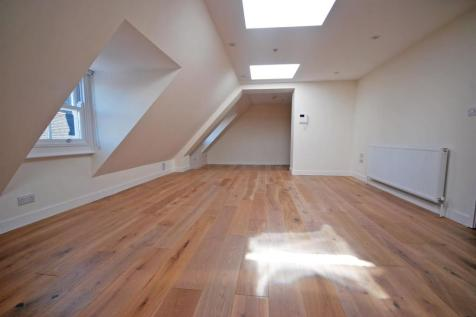 Church Street, Twickenham. 2 bedroom apartment