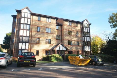 Varsity Drive, Twickenham. 1 bedroom flat