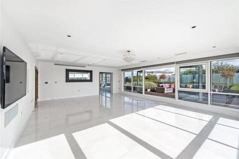 Kew Bridge Road, Brentford, Middlesex, TW8. 3 bedroom penthouse for sale