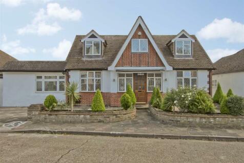 Keswick Gardens, Ruislip, HA4. 5 bedroom detached bungalow