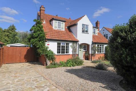 Manor Road, Ruislip, HA4. 4 bedroom detached house