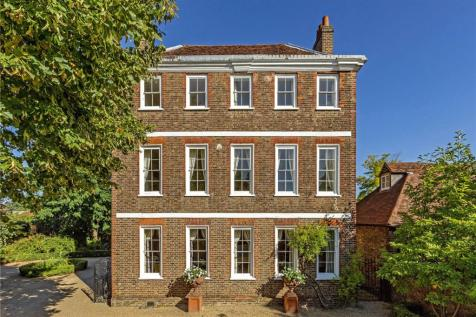 Petersham Road, Richmond, Surrey, TW10. 6 bedroom detached house