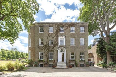 Hampton Court Road, East Molesey, Surrey, KT8. 7 bedroom detached house