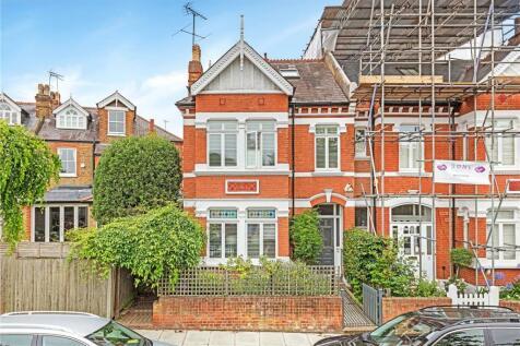 Lebanon Park, Twickenham, Middlesex, TW1. 4 bedroom semi-detached house