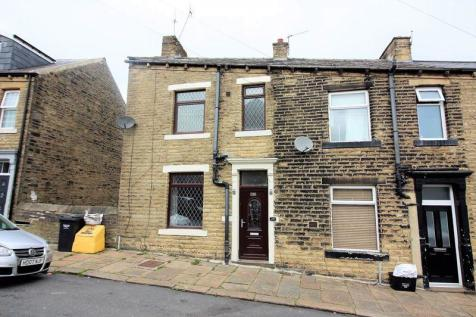 Eldroth Road, Halifax. 2 bedroom end of terrace house