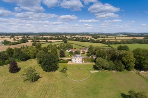Blissamore Hall, Clanville, Andover, Hampshire, SP11. 10 bedroom equestrian facility