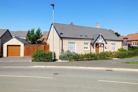 Dray Gardens, Buntingford. 3 bedroom detached bungalow