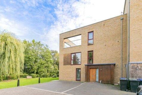 Kings Mill Way, Denham, Uxbridge. 4 bedroom semi-detached house