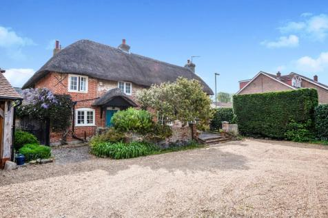 Manor Road, Hayling Island. 3 bedroom detached house
